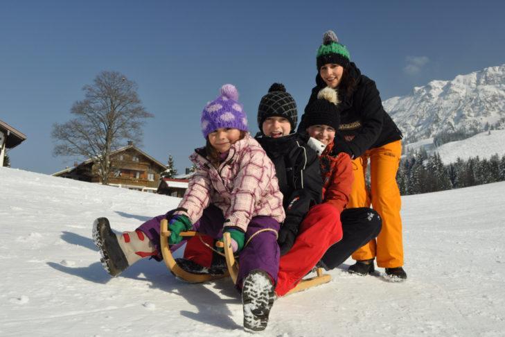 Wer genug vom Skifahren hat, der geht in Bad Hindelang eine Runde rodeln.
