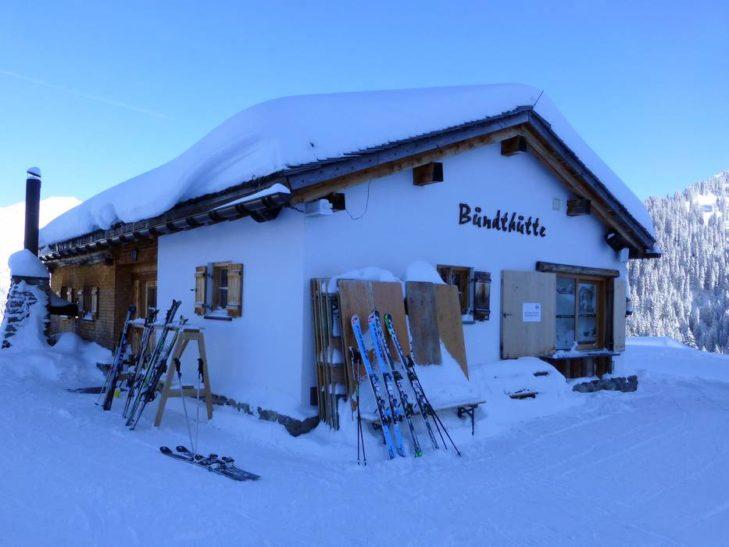 Für einen Einkehrschwung stehen im Skigebiet Sonnenkopf Berghütten bereit.