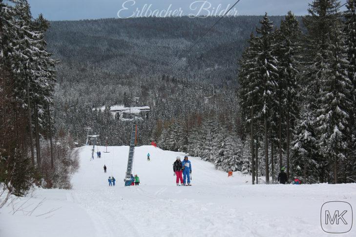 Skigebiet Erlbach-Kegelberg: Mit dem Schlepplift geht es auf den Berg.