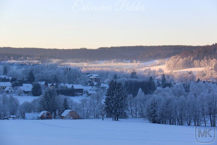 Winterliches Panorama von Erlbach.