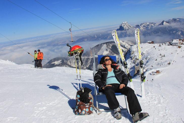 Ausspannen mit Blick auf traumhaftes Bergpanorama im Skigebiet Feuerkogel.