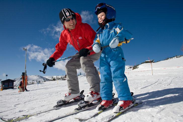 """Im """"Drachenpark"""" im Skigebiet Feuerkogel fühlen sich kleine Skianfänger wohl."""