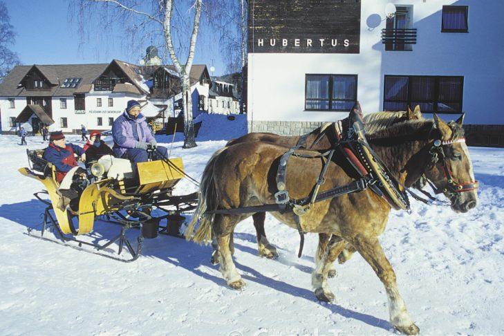Nach dem Skifahren: eine Kutschfahrt durch Harrachov.