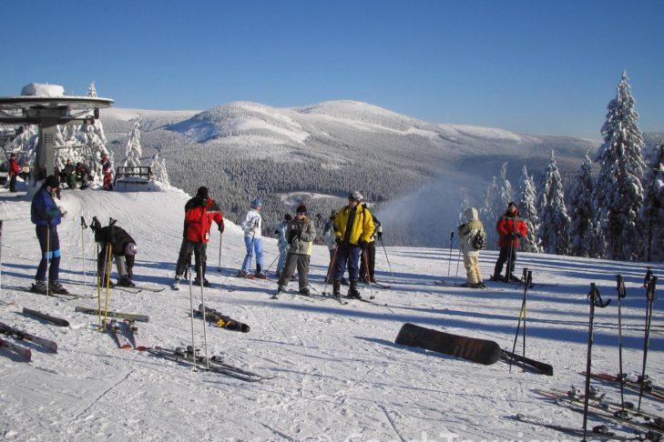 Das Skigebiet Sportareal Harrachov hält Pisten für Anfänger wie für Fortgeschrittene bereit.