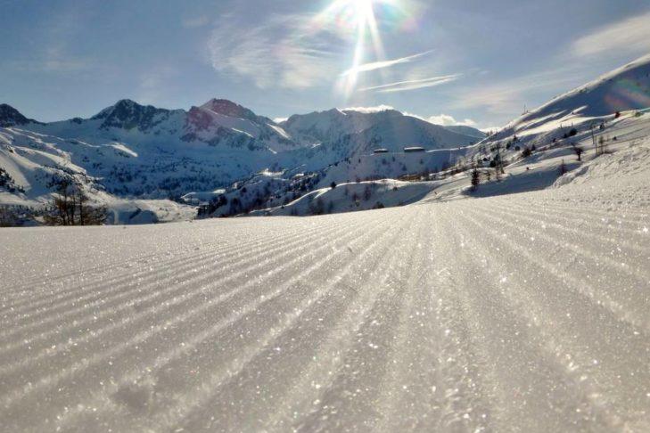 Sonnige Hänge im Skigebiet Isola 2000.