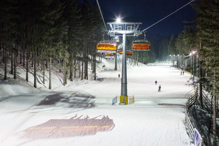 Im Skigebiet Śnieżka-Karpacz ist Nachtskifahren ein Highlight.