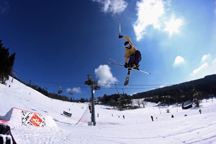 Im Skigebiet Ještěd kommen auch Freestyler auf ihre Kosten.