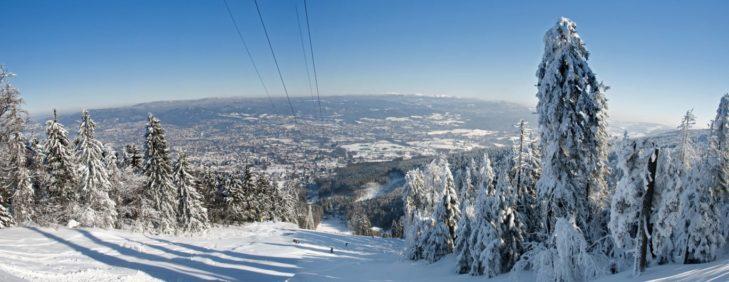 Panorama vom Skigebiet Ještěd aus.