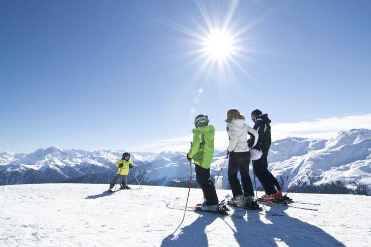 Blick auf eindrucksvolle Berggipfel vom Skigebiet Watles aus.