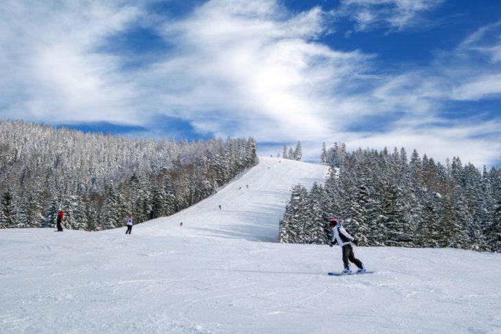 Im Skigebiet Mariazeller Bürgeralpe finden Wintersportler 11 Pistenkilometer vor.