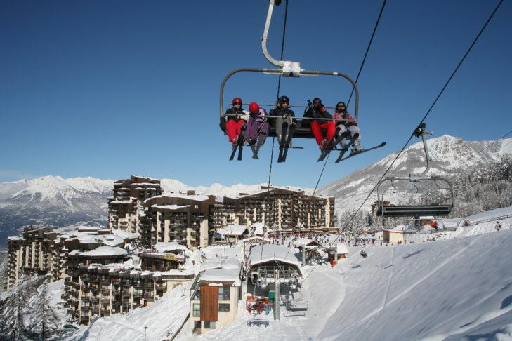 """Das Gütesiegel """"Famille Plus"""" zeichnet das Skigebiet Les Orres als besonders familienfreundlich aus."""