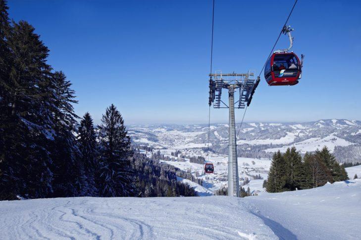 Skigebiet Oberstaufen: Die Gondelbahn bringt auf die Pisten am Hochgrat.