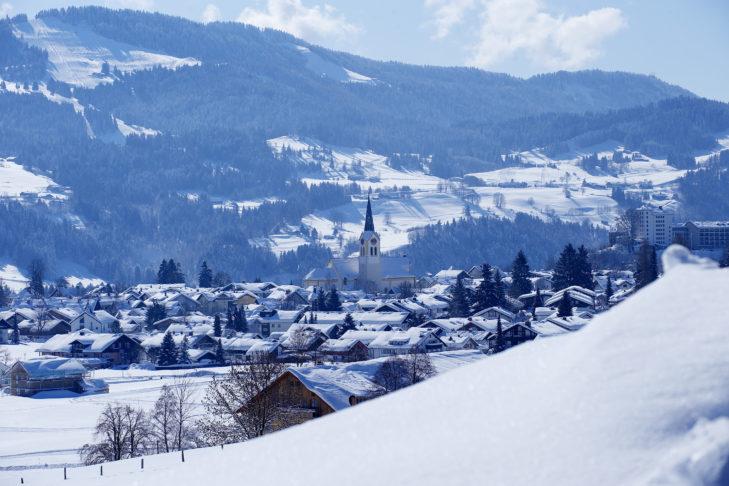 Winterliches Panorama von Oberstaufen.