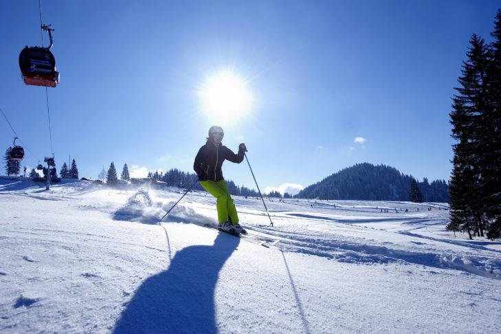 Skigebiet Oberstaufen: Sonnige Pisten von mittlerem Schwierigkeitsgrad laden zum Skifahren ein.