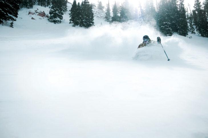 "Buchstabe ""P"" aus dem Skilexikon: Powder."