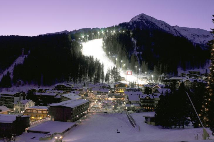 "Buchstabe ""N"" aus dem Skilexikon: Nachtskifahren."