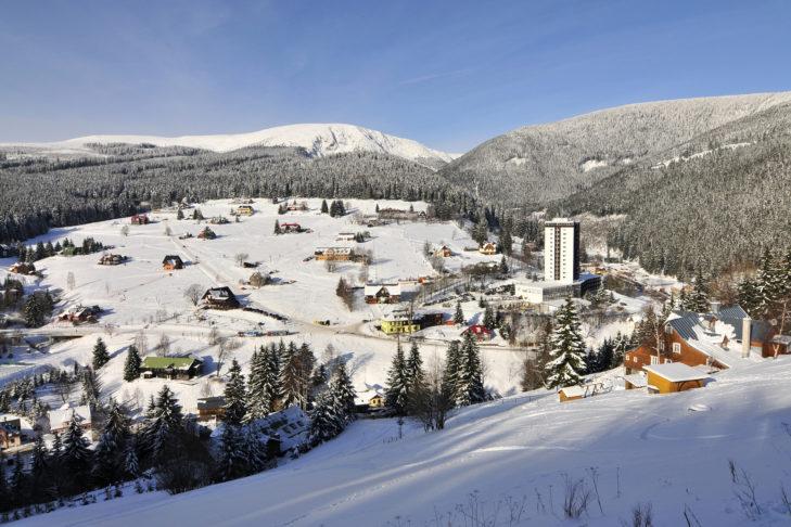 Panorama des Tals bei Pec pod Sněžkou.