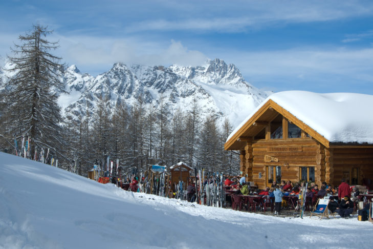 Im Skigebiet laden urige Hütten zur Einkehr ein, zum Beispiel das L'Etoile des Neiges.