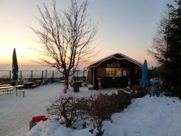 Idyllische Einkehrmöglichkeit im Skigebiet Skiwelt Schöneck.