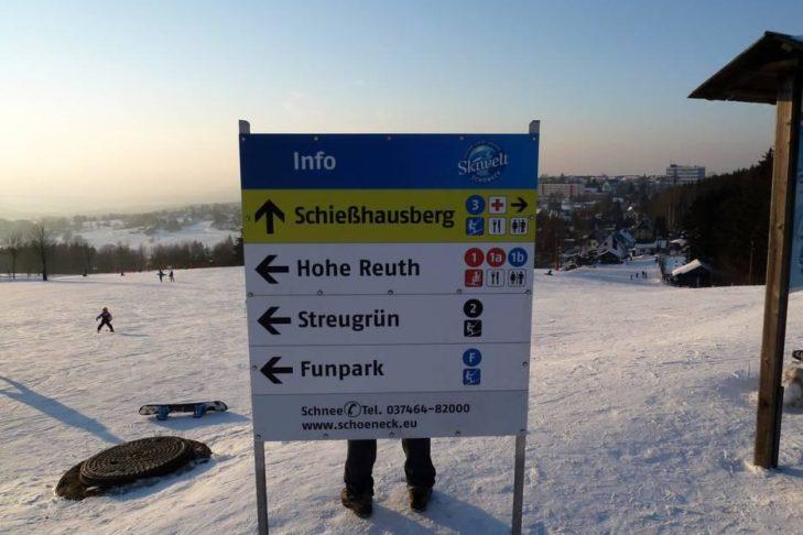 Informationstafel im Skigebiet Skiwelt Schöneck.