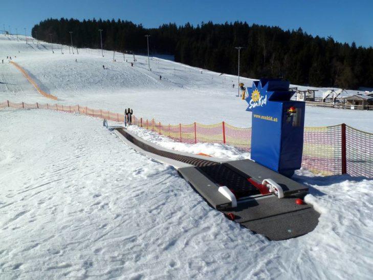 Für Kinder gibt es im Skigebiet St. Englmar einen Zauberteppich.