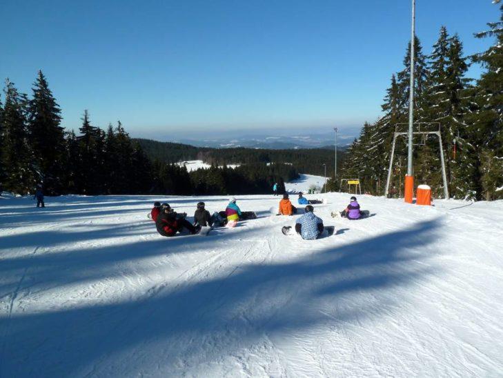 Rodelspaß im Skigebiet St. Englmar.