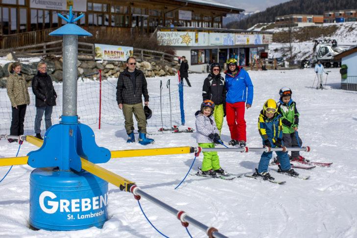 Am Übungsgelände im Skigebiet Grebenzen können die Kleinsten erste Schwünge üben.