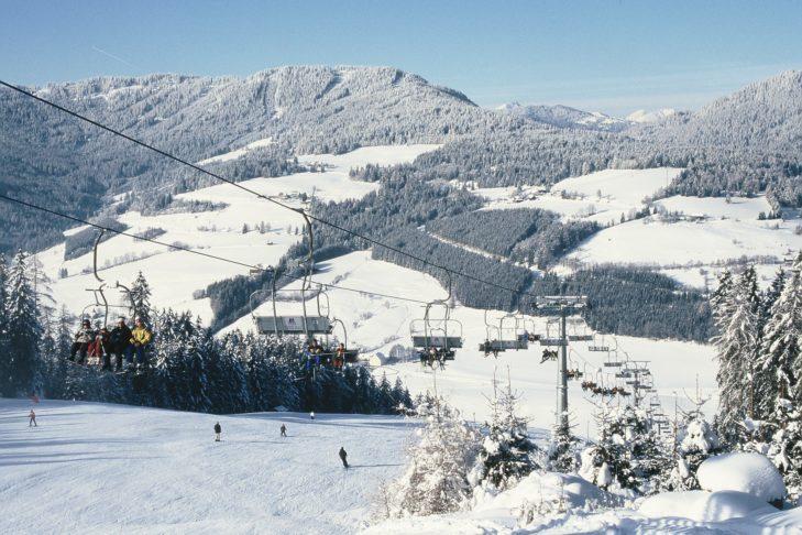 Das Skigebiet Grebenzen befindet sich im steirischen Naturpark Zirbitzkogel-Grebenzen.