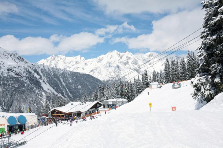 Abfahrt mit Lifteinstieg im Skigebiet See.