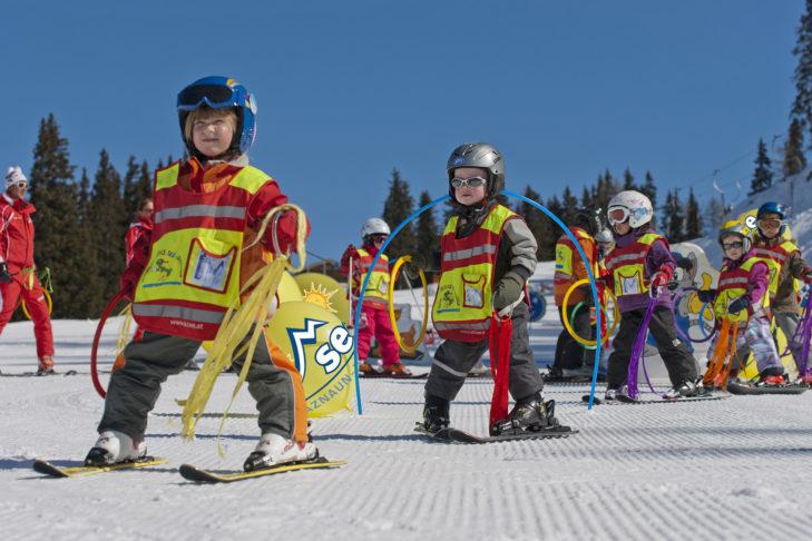Skigebiet See im Paznauntal: Kindergruppe in der Skischule.