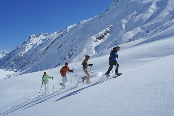 Schneeschuhwandern im Paznauntal.