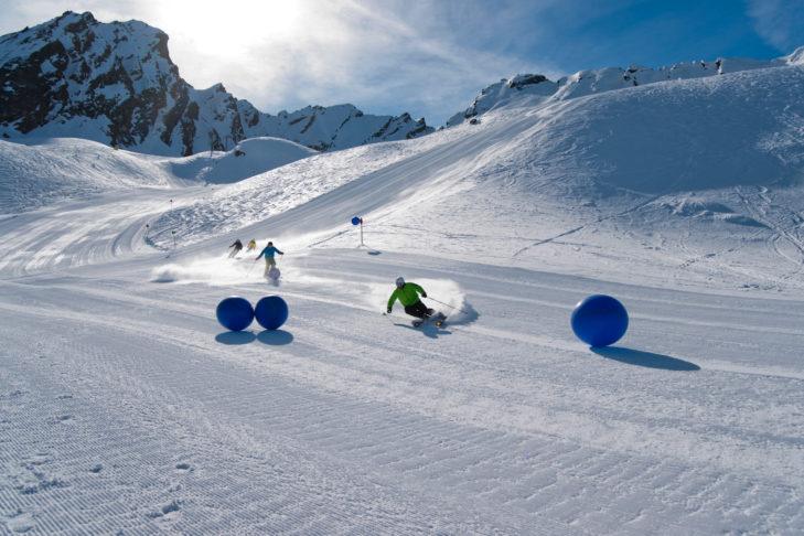 Skigebiet Silvapark: Pistenspaß bei Sonnenschein.
