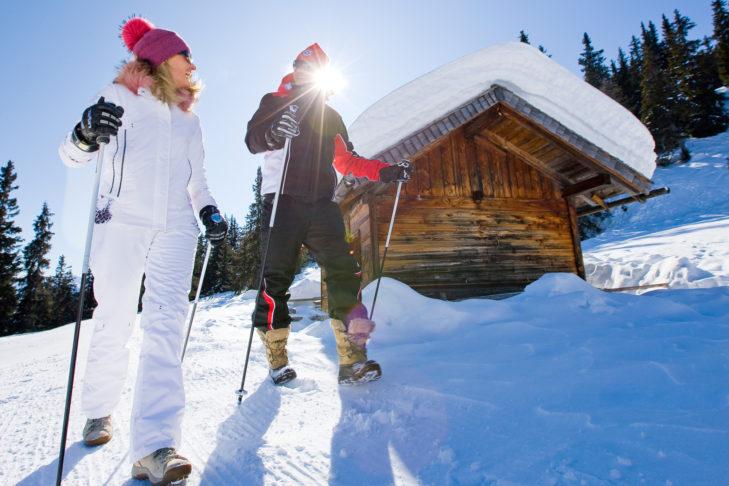 Schneeschuhwanderer in der Winterlandschaft um Sterzing.