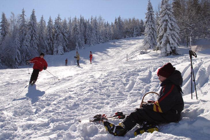 Schneereiche Piste am Oberfrauenwald.