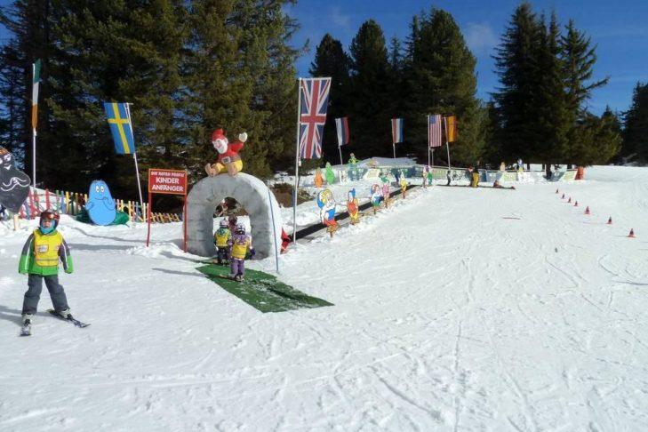 Pistenvergnügen bei den Kleinsten im Skigebiet Ski- & Gletscherwelt Zillertal 3000.