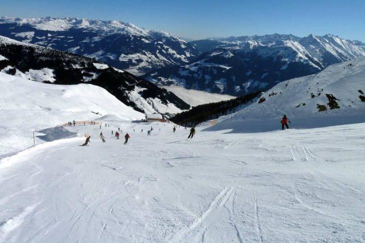 Toller Blick runter ins Zillertal vom Skigebiet Ski- & Gletscherwelt Zillertal 3000 aus.
