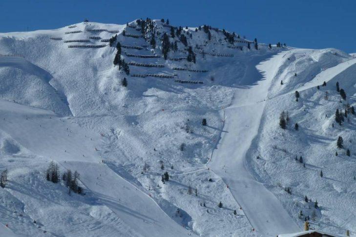 Blick auf zwei Abfahrten im Skigebiet Ski- & Gletscherwelt Zillertal 3000.