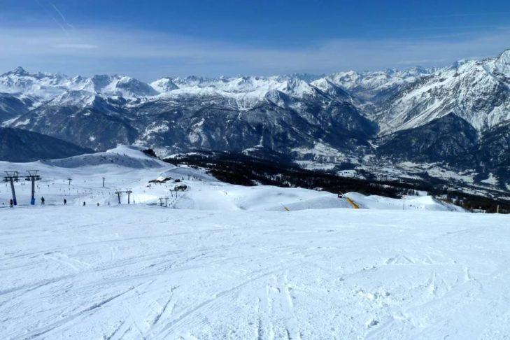 Im Skigebiet Via Lattea hat man einen traumhaften Blick über die italienischen und französischen Alpen.