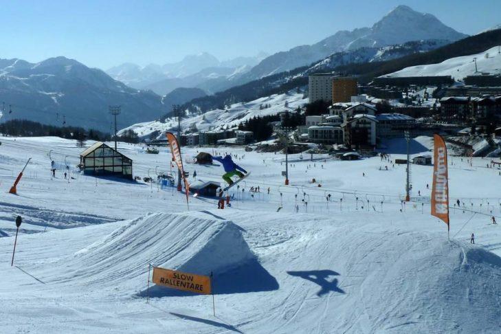 Snowboarder und Freestyler können im Skigebiet Via Lattea zwischen drei großen Snowparks wählen.