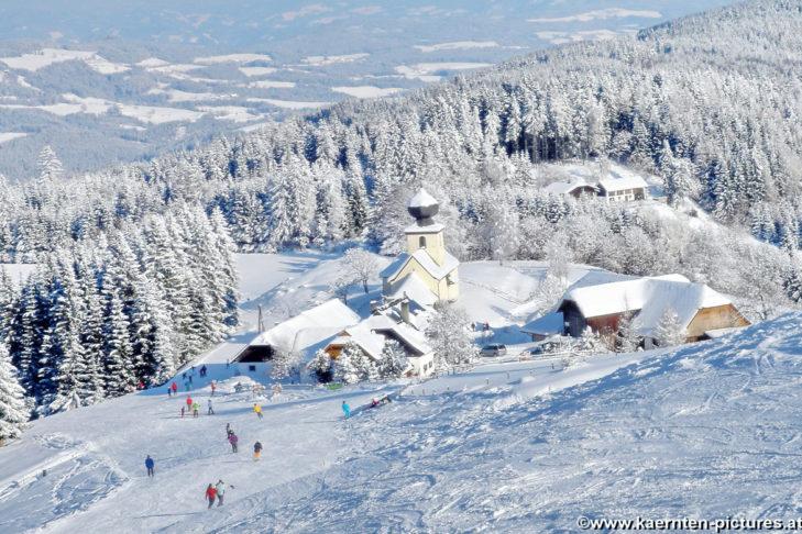 Blick auf das Skigebiet Simonhöhe beim Erholungsort St. Urban in Kärnten.