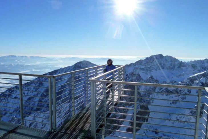 Traumhafter Ausblick von der Aussichtsplattform im Skigebiet Starý Smokovec aus.