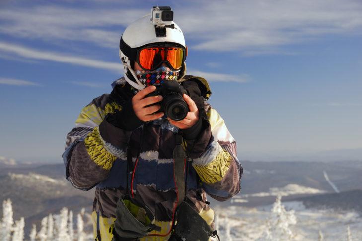 Wer gut ausgestattet ist, hat im Urlaub neben einer Kamera auch eine GoPro.