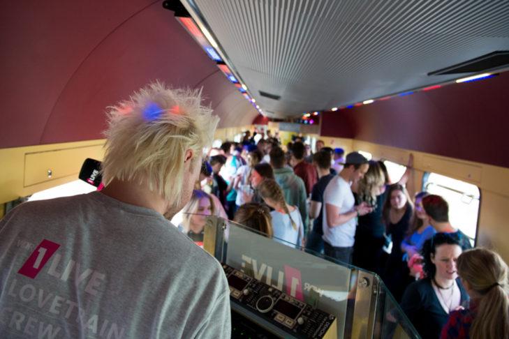 Im Partywaggon des Lovetrains steigt die Vorfreude.
