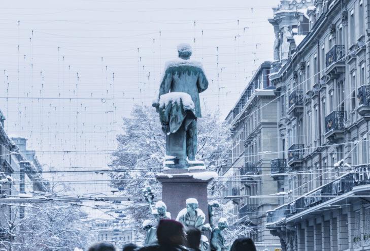 Die Alfred Escher Statue finden Kulturliebhaber vor dem Hauptbahnhof in Zürich.