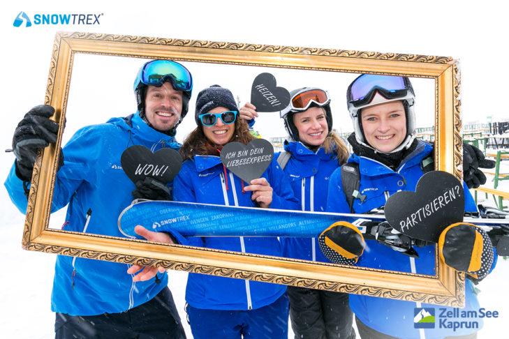 1LIVE Lovetrain in den Schnee: Auch das SnowTrex-Team vor Ort hat Spaß bei der SnowTrex-Fotoaktion.