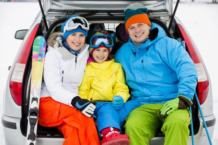 Reist man mit dem Auto in Alpenländer, sollte man sich über die dortige Maut informieren.