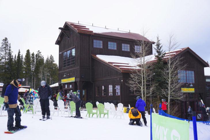 Auch im Skigebiet setzt sich der Western Style durch.