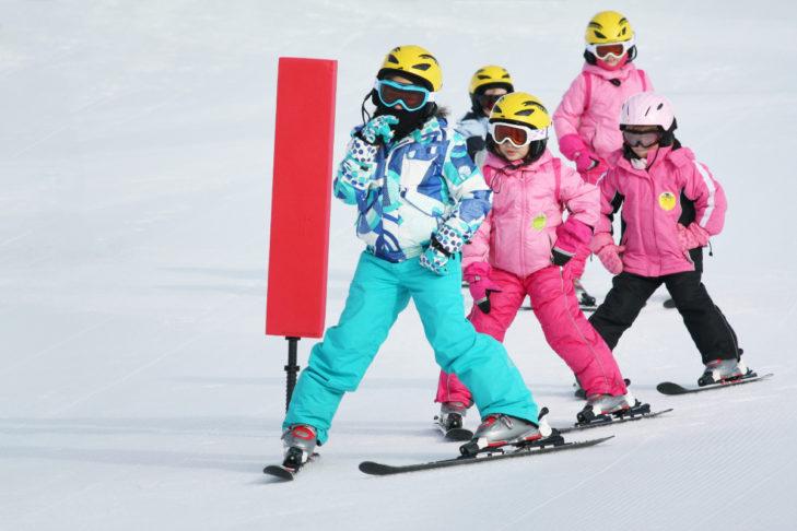 Die Wahrheit: Ein Skiurlaub mit Kindern ist genauso (un)anstrengend wie jeder andere Urlaub mit Kindern.