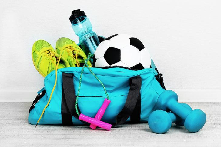 Packe Deine Sporttasche und mache Deinen Körper fit für die Skisaison.