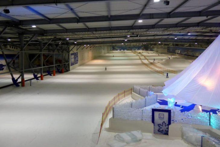 Die Hauptpiste im Snow Dome Bispingen.